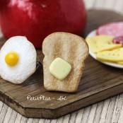 Toast mit Spiegelei; petitplat