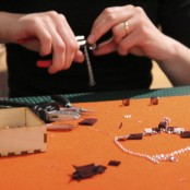 Mini-Zangen dienen als Werkzeug; Foto: MKG