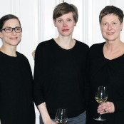 Zum Abschluss noch ein Gruppenfoto von unseren drei Designerinnen; Foto: MKG