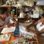 Die Frauen produzieren zuhause oder in kleinen Kooperativen.
